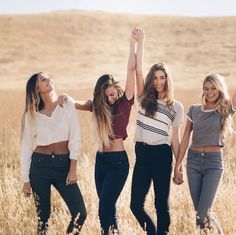 Presley(left) Chloe(left middle) Mallory(right middle) KK(right) 4 Best Friends, Best Friend Photos, Cute Friends, Best Friend Goals, Best Friends Forever, Sister Photos, Best Friend Pictures Tumblr, Friend Group Pictures, Best Friends Shoot
