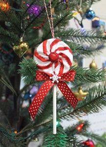 Yo-Yo Lollipop Christmas Ornament - Notions - The Connecting . Quilted Christmas Ornaments, Fabric Ornaments, Christmas Sewing, Handmade Christmas, Ornaments Ideas, Beaded Ornaments, Snowman Ornaments, Christmas Candy, Christmas Projects