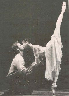 This would be so cute as an engagment photo <3 Anyone want to come and see the Russian ballet in September???