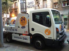 Camión de desatascos de EMBUS DESEMBUS realizando un servicio en Barcelona