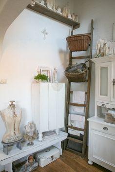 hoekje links van de keuken, **foto  reportage van ons huis, voor het tijdschrift Shabby style)(2013)**