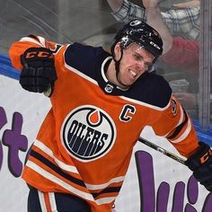 Connor Takesvthe lead in the Art Ross Race March Connor Mcdavid, Infinite Earths, Edmonton Oilers, Nfl Fans, Hockey Players, Ice Hockey, Nhl, Hot Guys, Sports