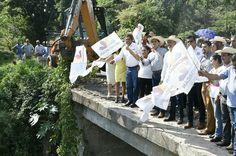 El gobernador de Michoacán, Silvano Aureoles, dio el banderazo de inicio a la reconstrucción que beneficiará principalmente a los productores de guayaba de la región – Benito Juárez, Michoacán, 09 ...