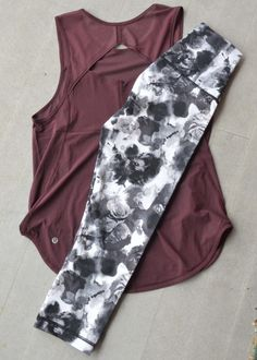 Want to work out in this! Lululemon Sculpt tank in Bordeaux Drama; Lululemon Hi-… Want to work out in this! Lululemon Sculpt tank in Bordeaux Drama; Lululemon Hi-Rise Wunder Under Capris in Obscurred Black Dusty Mauve (full-on Luxtreme, baby! Legging Outfits, Leggings Fashion, Pants Outfit, Athletic Outfits, Athletic Wear, Sport Outfits, Athletic Clothes, Tomboy Outfits, Workout Attire