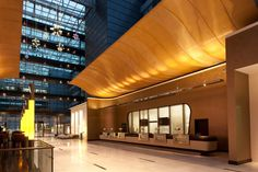 GKD Mandarin Hilton Hotel at Frankfort Airport gold canopies Hilton Hotels, Top Hotels, Hotels And Resorts, Lobby Lounge, Hotel Lobby, Commercial Architecture, Interior Architecture, Design Interior, Design Design