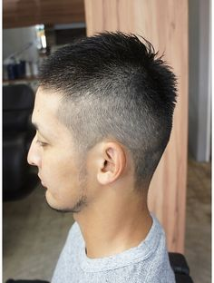 Barber Haircuts, Haircuts For Men, Short Hair Cuts, Short Hair Styles, Hair Salon Names, Small Cafe Design, Beauty Salon Interior, Outdoor Art, Wedding Humor