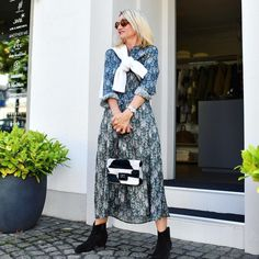 Printed midi dress and booties | Photo shared by Yvonne | For more style inspiration visit 40plusstyle.com