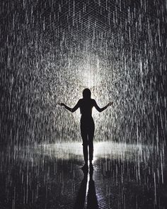 Walking through rain without feeling a drop. Such a beautiful experience in the #rainroom at @lacma #lastory by tuulavintage
