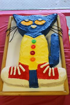 Pete the Cat cake for daughter's second birthday.