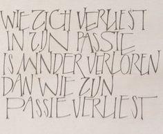 Afbeeldingsresultaat voor teksten in humanistisch cursief Calligraphy Words, How To Write Calligraphy, Beautiful Lettering, Letter Logo, Sign Quotes, Lettering Design, Beautiful Words, Cool Words, Inspirational Quotes