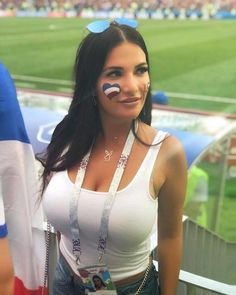 22 Of The Hottest Ever Female Football Fans From Around The World Hot Football Fans, Football Girls, Soccer Fans, Epl Football, Russian Beauty, Mädchen In Bikinis, Sport Girl, Sexy Hot Girls, Sports Women