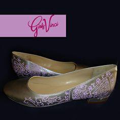 Sapatos personalizados para noiva! Parabéns noiva Cassiana! ;) #sapatos #personalizados #sapatos noiva personalizados #sapatos #pintados à mao #sapatos GirlsVinci #moda #design #customized #shoes #bride