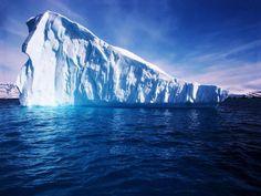 """""""Icebergs são montanhas de gelo que vivem no Polo Norte e só saem de noite para atacar navios de luxo.""""  Millor Fernandes"""