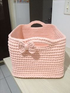Gorgeous Crochet basket and wicker figures you should see Crochet Home, Love Crochet, Crochet Gifts, Beautiful Crochet, Crochet Yarn, Crochet Basket Pattern, Crochet Patterns, Crochet Baskets, Crochet Storage