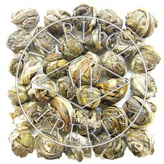 T8323 - PERLES DE THÉ AU JASMIN Thé vert sculpté Stuffed Mushrooms, Vegetables, Food, Jasmine Tea, Senior Guys, Beads, Green, Stuff Mushrooms, Essen
