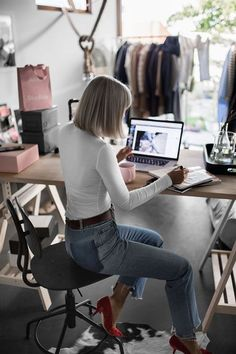 How to Ditch Imposter Syndrome and Apply for That Job - The Everygirl
