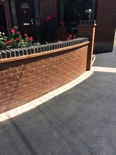 We are the South's number one tarmac driveways specialists! Front Garden Ideas Driveway, Driveway Fence, Driveway Design, Driveway Landscaping, Landscaping Ideas, Brick Wall Gardens, Brick Garden, Brick Fence, Garden Walls