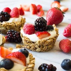 These Fruit and Yogurt Granola Cups are super easy to make for breakfast! Fill with your favorite yogurt and fresh fruits for a complete healthy meal! Anyone hungry for breakfast? These little granola Easy Meals For Kids, Healthy Snacks For Kids, Kids Meals, Healthy Food, Healthy Eating, Brunch Recipes, Snack Recipes, Brunch Food, Healthy Recipes
