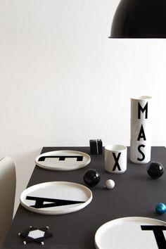Regards et Maisons: Pour un Noël ... in black - Idées et DIY - (Arne Jacobsen look)