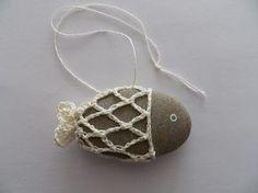 Centi bastelt: Anleitung für Häkel-Steinfische; #crochet #fish #stone