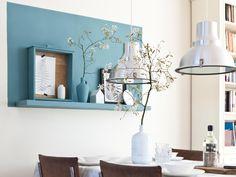 Vous trouvez vos murs vraiment trop blancs, vous avez envie de donner du style à votre pièce, vous cherchez une idée pour mettre en valeur vos objets déco