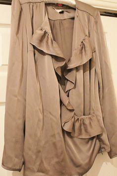 Reiss women blouse tops shirt Silver grey frile long sleeves vintage size S 10 S 10, Reiss, Vintage Shops, Blouses For Women, Duster Coat, Raincoat, Grey, Best Deals, Long Sleeve