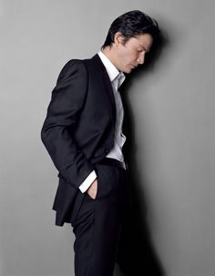 Whos for this handsome lad? Keanu Reeves Life, Keanu Reeves John Wick, Keanu Charles Reeves, The Boy Next Door, Point Break, Charming Man, Business Portrait, Hollywood Actor, Man Photo