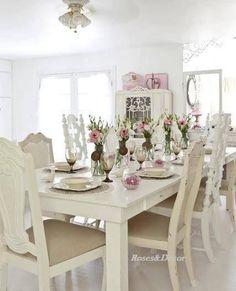 Linda mesa, belas cadeiras