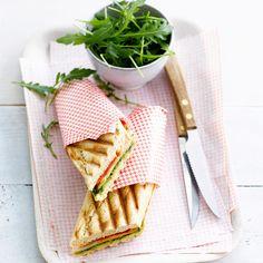 Découvrez la recette Sandwich chaud façon panini, poulet pesto sur cuisineactuelle.fr.
