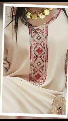 موقع يهتم بجديد الموضة والأناقة مع تعليم جميع فنون الخياطة والاعمال اليدوية Morrocan Kaftan, Moroccan Dress, Pakistani Fashion Party Wear, Abaya Fashion, Baby Clothes Patterns, Clothing Patterns, Corset Sewing Pattern, Simple Kurta Designs, Girls Dresses Sewing