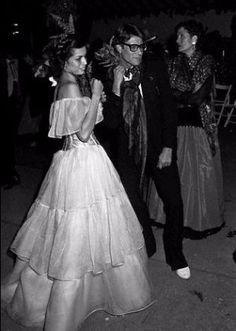 Bianca Jagger and Yves Saint Laurent, Studio 54 Bianca Jagger, Mick Jagger, 70s Fashion, Fashion History, Vintage Fashion, Yves Saint Laurent, Christian Dior, Studio 54, Musa