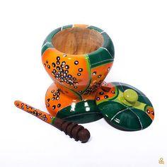Looking for a honeypot? Why not get this unique hand-painted wooden one, made in Latin America? Get it on the link in our profile! | ¿Buscas una mielera? Compra esta de madera pintada a mano, hecha en América Latina... ¡Consíguela en el link de nuestro perfil