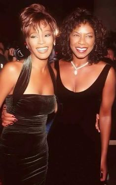 Whitney Houston and Natalie Cole. Beautiful women with beautiful voices. Divas, Nate King Cole, Black Celebrities, Celebs, Beverly Hills, Whitney Houston Pictures, Natalie Cole, Actrices Sexy, Vintage Black Glamour