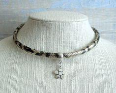 Collar gargantilla boho chic surfera con cordon diseño serpiente con colgante