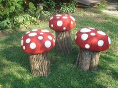 Recycled Log Toadstool by Miksie Outdoor Projects, Garden Projects, Recycled Garden, Tree Stump, Parcs, Gardening For Beginners, Dream Garden, Yard Art, Outdoor Gardens