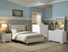 cottage anglais, meubles blancs, murs en marron et bleu, tapis beige et parquet assorti