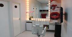 Salão de Beleza com cadeira Branca