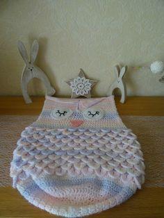 Nid d'ange                                                                                                                                                                                 Plus Crochet Bebe, Merino Wool Blanket, Creations, Knitting, Crochet Things, Lol, Amigurumi Doll, Throw Pillows, Baby Dolls