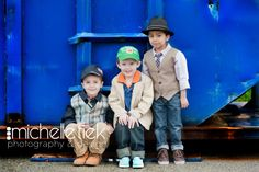 What to wear for photos thanks lisa smiley photography for the tips! Children Poses, Kid Poses, Photography Portraits, Children Photography, Family Photos What To Wear, Child Portraits, Family Photo Sessions, Fall Photos, Kid Styles