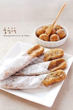 찹쌀스틱 | Bakingschool.co.kr Banana Walnut Bread, Banana Bread Recipes, Coffee Bread, Easy Baking Recipes, Korean Food, Korean Recipes, Vegan Dishes, Desert Recipes, Light Recipes