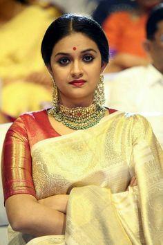 Mahanati Actress Keerti Suresh Latest Cute Images In Saree Beautiful Saree, Beautiful Indian Actress, Beautiful Actresses, Desiner Sarees, Saree Blouse Neck Designs, Indian Silk Sarees, Stylish Sarees, Saree Look, Traditional Looks