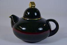 Tea pot by Nora Gulbrandsen for Porsgrund Porselen. Designed in 1929. Model nr 1865.1.