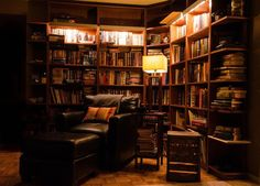 Warm reading nook for book lovers (Leather chair & ottoman) - 90 Cozy Rooms You'll Never Want To Leave! Home Library Design, Small Space Interior Design, House Design, Cozy Living Rooms, Living Spaces, Cozy Library, Home Libraries, Space Interiors, Book Nooks