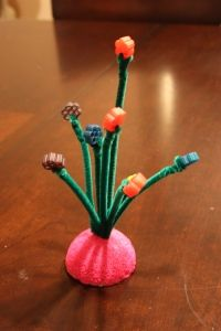 Pasta Bouquet For Mother's Day - No Time For Flash Cards Macaroni Crafts, Pasta Crafts, Preschool Crafts, Fun Crafts, Crafts For Kids, Flower Centerpieces, Flower Arrangements, Mother And Father, Mothers