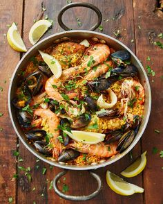 evening guys #Recipeoftheday dinner at inspiration.. This tasty paella has a bit of everything! Wonderfully comforting, flavoursome and colourful sorted in an hour recipe over on the homepage of Jamieoliver.com guys xx jo x #dinner