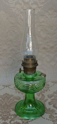 ANTIQUE EMERALD GREEN GLASS ALADDIN KEROSENE LAMP CHIMNEY BURNER CHICAGO MODEL B