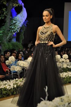 .mehreen syed in black... lovely
