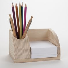 Small wooden desk organizer, card holder and pen station. Wooden Pen Holder, Wood Pencil Holder, Pencil Boxes, Wood Projects That Sell, Small Woodworking Projects, Small Wood Projects, Small Wooden Desk, Wooden Desk Organizer, Bois Diy