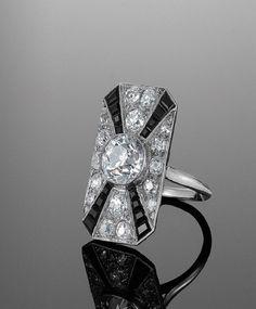 Deco Platinum Diamond and Onyx Ring, circa An old European cut diamon. Art Deco Platinum Diamond and Onyx Ring, circa An old European cut diamon. - -Art Deco Platinum Diamond and Onyx Ring, circa An old European cut diamon. Bijoux Art Deco, Art Deco Jewelry, Fine Jewelry, Jewelry Design, Jewellery, Art Deco Ring, Art Deco Diamond, Antique Jewelry, Vintage Jewelry