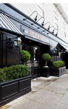 Cafe des amis san francisco: plants fırın dükkan, restoran t Cafe Exterior, Design Exterior, Exterior Signage, Shop Interior Design, Interior And Exterior, Exterior Lighting, Facade Lighting, Black Exterior, Kitchen Interior
